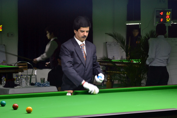 Description: http://www.cuesportsindia.com/global/2011/acbs/images/asiansnooker/Day1-5.JPG