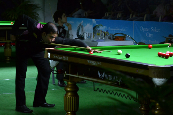 Description: http://cuesportsindia.com/global/2011/acbs/images/asiansnooker/Day3-13.JPG